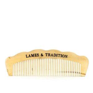 Prenez soin de votre barbe avec ce peigne à barbe en corne naturelle. Lissez, peignez et rendez votre barbe plus brillante !