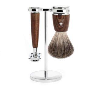 Découvrez ce kit de rasage traditionnel en bois de frêne dont la forme et les matières lui procurent un style intemporel !