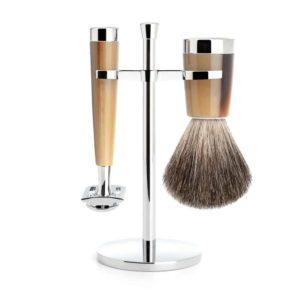 Faites (vous) plaisir avec ce set de rasage classique en résine corne brune haut de gamme et entrez dans l'univers du rasage traditionnel !